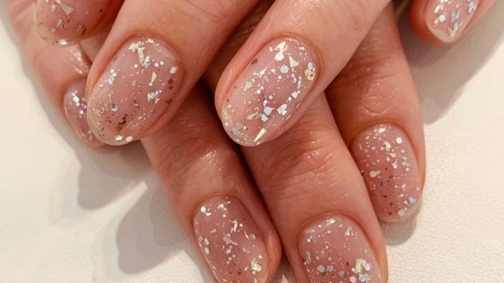 Free cuticle oil with a shellac or gel manicure