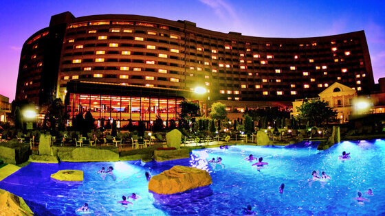 Chill Out with Sheraton Grande Tokyo Bay Hotel's Night Pool Package